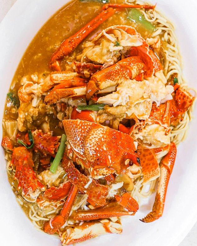 Cooked Live Southern Rock Lobster with Noodles (1.6 - 2kg)